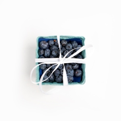 Blueberries with ribbon